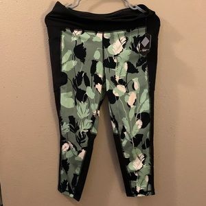 BNWT Lularoe Rise Cropped leggings!